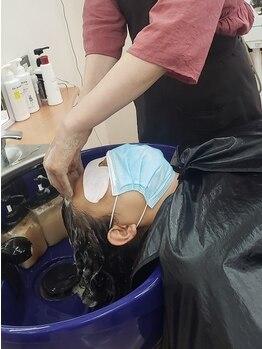 カット&エスティ カミキリ 髪綺里の写真/アロマに包まれ夢見心地のひと時を♪心身ともに癒される『癒しのマッサージ付きシャンプー』がオススメ◎