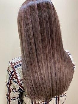 ブリッツレボルト(BLITZ R EVOLUT)の写真/繰返すカラーやパーマで傷んでしまった毛髪に…。毛髪内部から丁寧に補修を行い、指通りなめらかな美髪へ◎