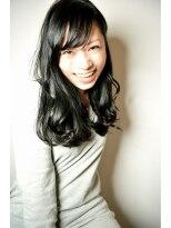トゥワイス(twice)[twice]旬な黒髪をグロッシーに魅せるカラー