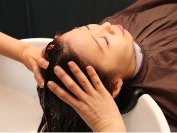 アビアント(A bientot)の写真/【カット+高濃度炭酸ヘッドスパ¥4500】フルフラットのシャンプー台で、頭皮も身体もスッキリ・リラックス♪