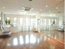 ビューティワダ(BEAUTY WADA)の雰囲気(2階にある着付けルームです。鏡張りの広々としたスペース☆)