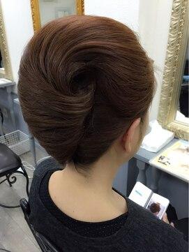 夜会巻きヘアアレンジ結婚式髪型 本夜会