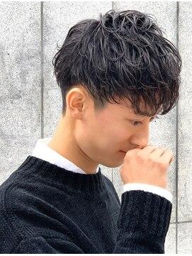 クオンヒール 淀屋橋店(QUON HEAL)☆前下がり刈り上げ 黒髪スパイラルマッシュ