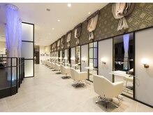 コーゾーアヴェダギンザ 東急プラザ銀座店(KOZO AVEDA GINZA)の雰囲気(空間を贅沢に使用し広々とした店内でお寛ぎ下さい。)