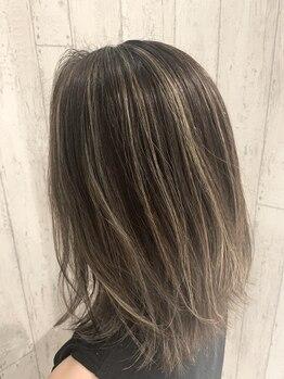 アース 浦安店(HAIR&MAKE EARTH)の写真/【バレイヤージュ】【ハイライト】の白髪をぼかして楽しむデザインカラーが大人気!