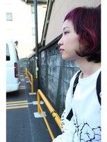 ロベック モトヤマ(Lobec MOTOYAMA)ピンクパープルとワゴンと壁