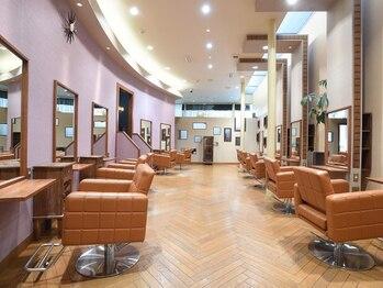 マリス オモテサンドウ(MARIS OMOTESANDO)の写真/リラックスできる癒し空間で、美髪を叶えてくれる☆居心地の良さに加えて、確かな技術をあなたに♪