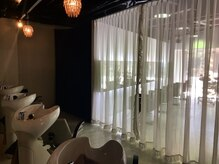 アンテナ 知立店(ANTENA)の雰囲気(シャンプーブースは落ち着いた灯りでリラックスできる空間。)