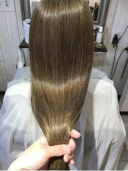 ルモ ヘアー 泉佐野店(Lumo hair)の写真/髪の芯から潤う!当店一押し『VIPトリートメント』で指通りなめらかな艶髪に♪思わず触りたくなる美髮へ導く