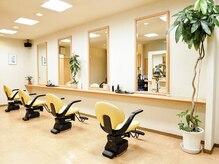 美容室 ポッシュアップの雰囲気(爽やかで明るい店内は居心地の良さ◎)
