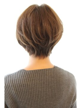 レウナ 外苑前(Reuna)30代40代に人気シルエットが綺麗なひし形ショートボブ