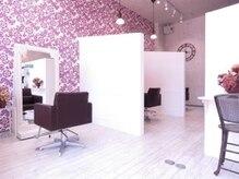 ソウ ヘアドレッシング(SOU Hair Dressing)の雰囲気(セット面を壁で区切り、落ち着ける空間。新型コロナ対策にも。)