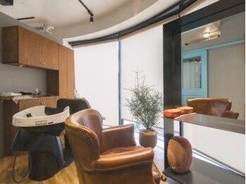 ヘアークリエイトフロー(hair create flow)の写真/【全3席完全個室】セット面とシャンプー台が各部屋にあるプライベート空間。人目を気にせずリラックス…♪
