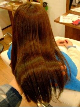 ロコ ヘアーメイク(ROCO HAIR MAKE)の写真/もう諦めていた髪のお悩みも【ROCO】にお任せ♪原因を見極めた徹底ケアで潤い溢れるなめらかな仕上りに◎
