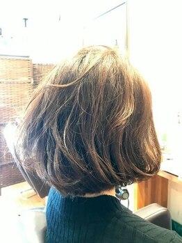 ユーフォーヘアー(U for hair)の写真/【抜け感ショート×パーマ】ふわっと動きをつけて旬髪に♪切りっぱなしボブ、上品な大人デザインもお任せ◎