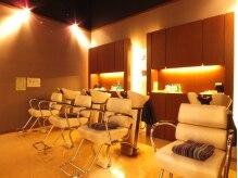 美容室ヒラトヤ 都南店の雰囲気(照明にこだわった落ち着いた空間のシャンプーブースです)