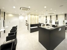 タヤ 尼崎店(TAYA)の雰囲気(白と黒をベースとした外観と内装で落ち着いた時間を・・・)
