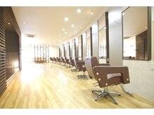 アビエ(abije)の雰囲気(自然光の入る店内/トリートメントは髪質改善オージュアが人気♪)