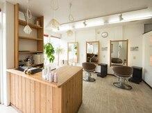 ヘアーメイク マリーシュッド(hair make MAREE SUD)の雰囲気(明るい店内でゆっくりお過ごし頂けますー*)