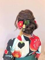 袴ヘアーボリュームを付けた可愛いローダウンスタイル