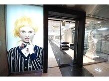 ヘアーアンドメイク ニューヨークニューヨーク 姫路店(Hair&Make NYNY)の雰囲気(大手前通りにあるスタイリッシュな外観がご来店の目印♪)