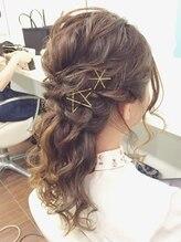 ヘアーラボ フレイバ(Hair Lab FLAVA)ゴールドピン*ローポニー風ハーフアップ +。