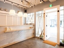 オーブ ヘアー ラルゴ 広島祇園店(AUBE HAIR largo)の雰囲気(開放感のある明るい店内で、くつろぎの時間をお過ごしください。)