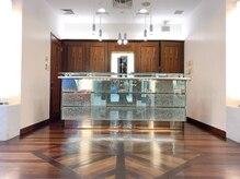 デサンジュインターナショナル ラシック店(DESSANGE international)の雰囲気(高級感溢れる扉を開けるとスタッフが笑顔でがお出迎えします)