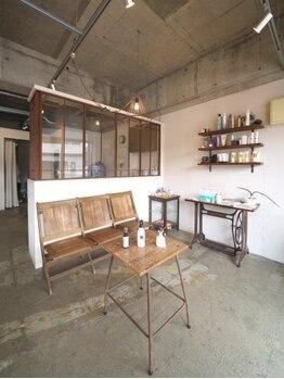アトリエムック(atelier MUCCU)の写真/こだわりのインテリアと洗練された工房のような店内は、思わず美容室ということを忘れてしまう上質空間…♪