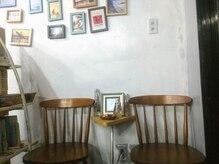 ブリッジブックヘア(BRIDGEBOOKHAIR)の雰囲気(明るく、気取らない気さくなスタッフと店内です。092-515-4309)