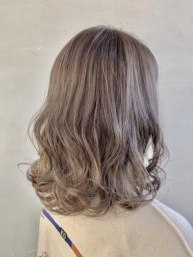 ヘアルーム キキョウ(hair room Kikyo)ホワイトブロンドカラー