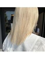 ヘアーアイストゥーレ(HAIR ICI TRE)ホワイトブロンドカラー