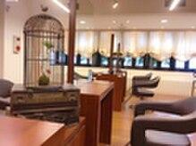 ヘアーメイクジェンテ(hair make gente)の雰囲気(店内はブラウンが基調となった落ち着きのある空間です。)
