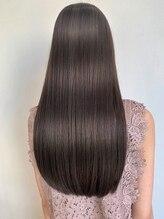 エルデ ナインズ ヘアー スタンド 川口店(elde 9's HAIR STAND)切りっぱなしグラボブロングボブカーキベージュ濡れ髪