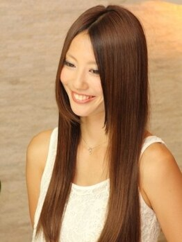 フィエスタ ヘアーデザイン 玉戸店(FIESTA Hair Design)の写真/潤艶感が違う本物の縮毛矯正。初めてのストレートパーマをかけた時の、あの感動をもう一度!