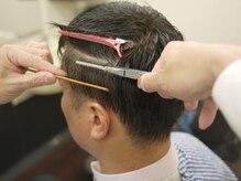 理容室クレオ 新宿の雰囲気(髪の根元をアイロンで折り曲げるようにしてボリュームダウン♪)