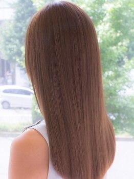 アーバン(URBAN.)の写真/【名駅5分】髪へのダメージを最小限に抑える中性薬剤使用,自然に馴染むナチュラルストレートヘアに◎