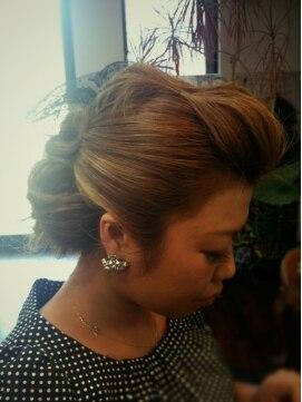 結婚式の髪型(ヘアアレンジ) 夜会巻き風&ポンパ