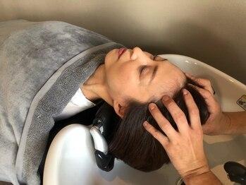 ヘアーアンドスパ フェザー(hair&spa feather)の写真/【青葉台駅徒歩7分】フルフラットのシャンプー台で受けられる極上ヘッドスパを是非ご体感ください♪