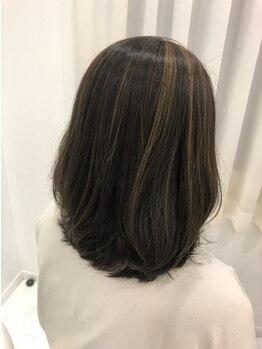 アブニールドール 大山台店の写真/【時短×理想の髪色】が叶う!根元から伸びてきても白髪が気になりにくく、目立ちにくいカラーに♪