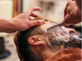サードプレイス(Third Place)の写真/【全国のバーバーリスト43軒に選出】髭のデザインや眉毛デザインなど幅広く対応!顔剃りで トータルサポート