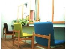 イウナ(iuna)の雰囲気(ミントグリーンの壁紙のセット面は3席のプライベート空間♪)