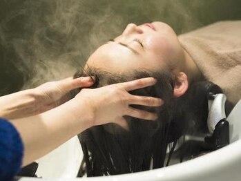 トリート(TREAT)の写真/[全員有資格者]頭皮だけでなく心や髪も潤う極上スパ☆〈エステシモ〉の認定証を持つプロの施術で夢心地♪