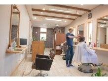 ヘアースタジオ ロハス(Hair Studio LOHAS)の雰囲気(全3席のアットホームな店内は、男性でもくつろいで過ごせます。)