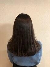 縮毛矯正のイメージを変える、自然な仕上がりの縮毛矯正