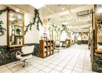 ヘアメーク パッセージ 調布北口店の写真/細部までこだわったスペースは、美容院を超えた創りに…。パーテーションで隣のお客様も気になりません♪