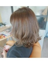 ロコヘアー(ROCO HAIR)ふんわりミディアムスタイル