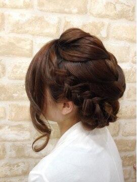 裏編み込みヘアアレンジ(結婚式・パーティーの髪型) ビゼ 心斎橋店 BIZE編み込みナチュラルアップ