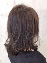 ヘアーアート リオン バイニューヨークニューヨーク(hair art Le Riow byNYNY)耳掛け外はねボブ
