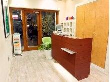 カノープス ヘアアンドメイクアップ 青葉台店(Canopus hair&make up)の雰囲気(暖色系の癒される内装です。)